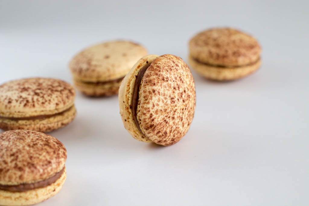 Recipe-Mogador macarons-Chocolate passion fruit24