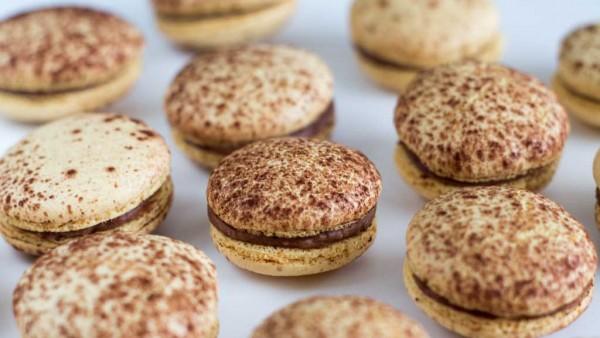 Recipe-Mogador macarons-Chocolate passion fruit29