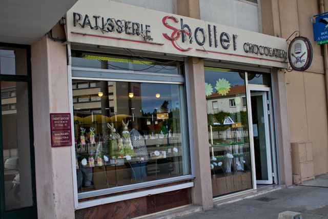 The entrance of Pâtisserie Scholler in avenue Lodève - Montpellier