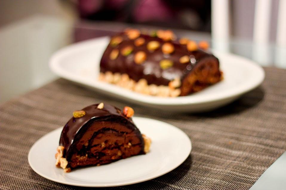 Chocolate-hazelnut-yule-log-Christmas-26