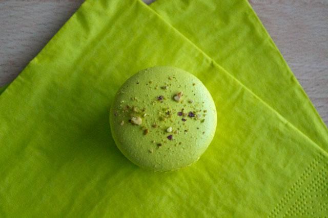 Pistachio macarons 05